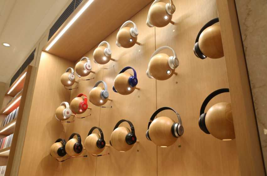 Apple Said to be Working on Modular, High-End, Noise-Canceling Over-Ear Headphones