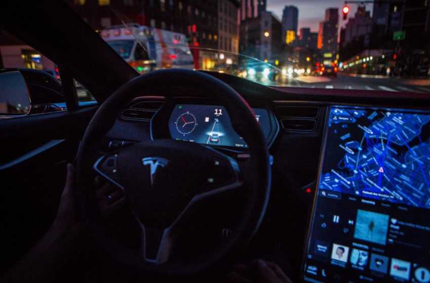 Tesla can Now Automatically Stop for Traffic Lights and Stop Signs